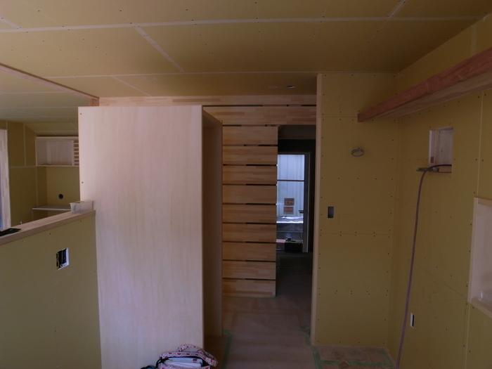 1F木工事完了、続いて塗装工事_d0332870_2101912.jpg