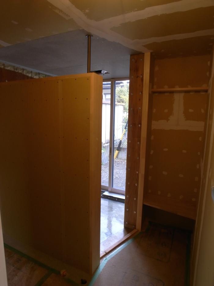 1F木工事完了、続いて塗装工事_d0332870_21121844.jpg