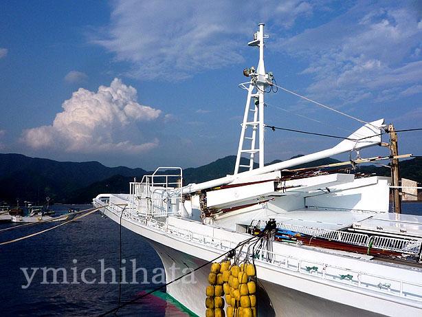船と入道雲_b0186680_13173484.jpg