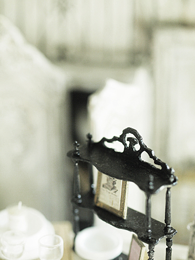 miniature* ナポレオン3世風 飾り棚_e0172847_08185653.jpg