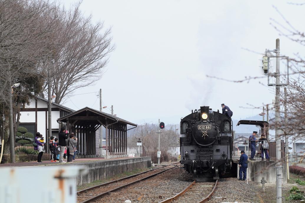 駅に汽車がきた - 2015年・真岡 -  _b0190710_743841.jpg