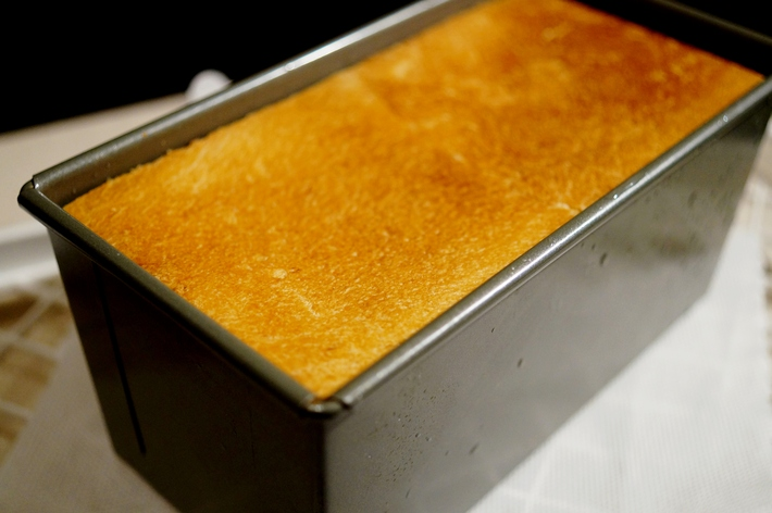 【自家玄米麹酵母 カンパーニュ/角食「レーズン+ラズベリージャム入り」他】お土産に持たせたパンです。_b0033423_18261124.jpg