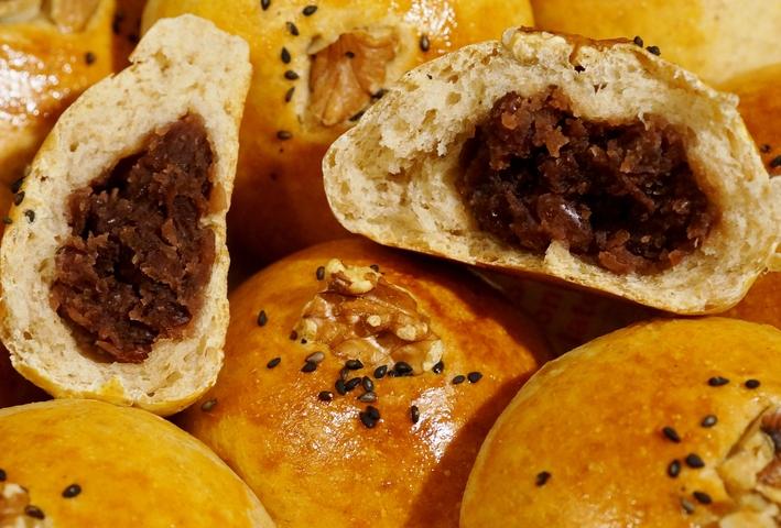 【自家玄米麹酵母 カンパーニュ/角食「レーズン+ラズベリージャム入り」他】お土産に持たせたパンです。_b0033423_18373245.jpg