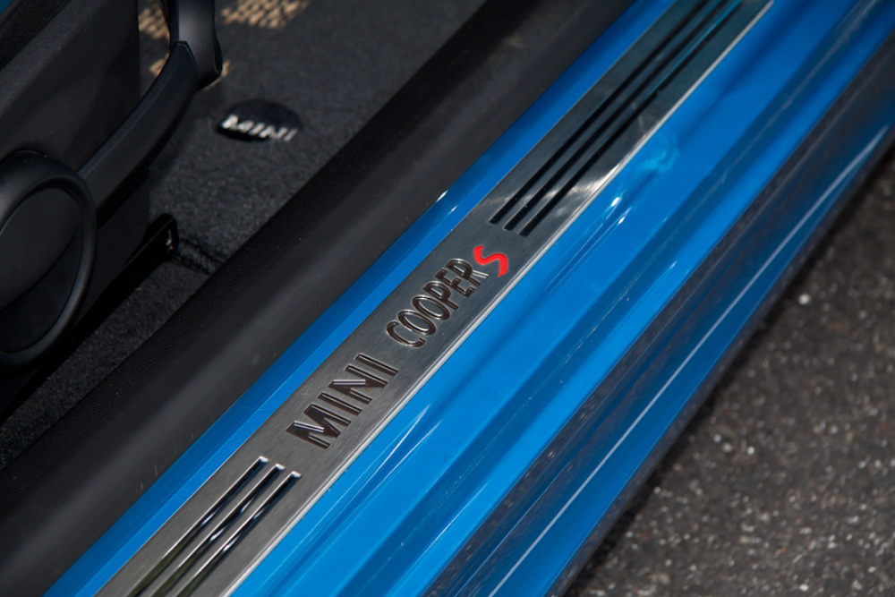 07y MINI Cooper S JOHN COOPER WORKS キット 入庫しました!_c0317377_19531285.jpg