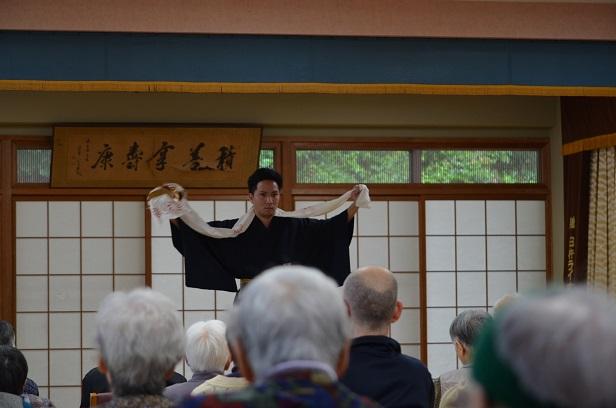 袴で日舞 みだれる十六代目_d0230676_16592268.jpg