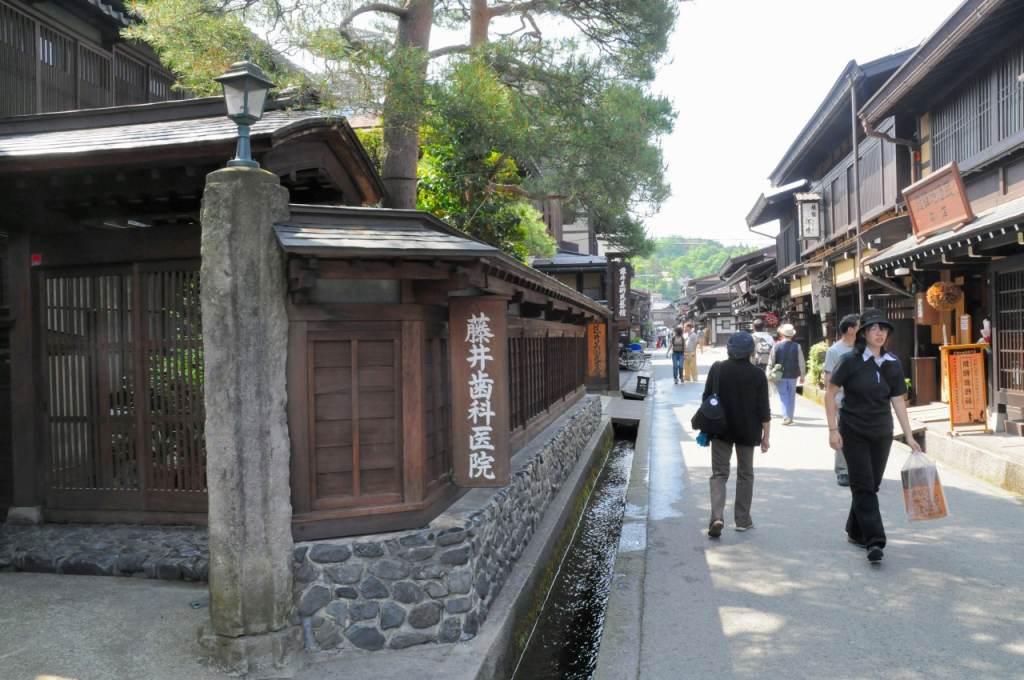 高山の古い街並みを散策_a0148206_93643.jpg