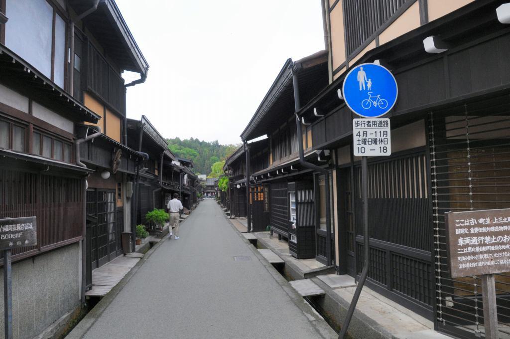 高山の古い街並みを散策_a0148206_9385721.jpg