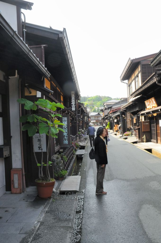 高山の古い街並みを散策_a0148206_9405769.jpg