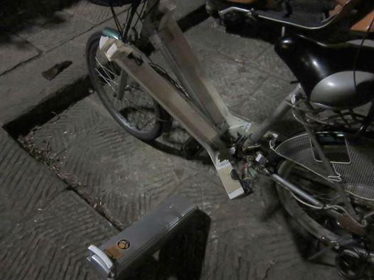 先日起きた事件ーー自転車を破壊された夜のこと!_c0179785_6343960.jpg