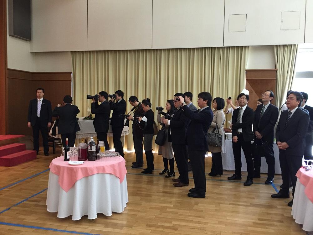 速報。中国大使館主催の中日記者交換五十周年記念レセプション、先ほど東京で開催_d0027795_15453958.jpg