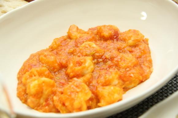 お休み前のおうちバルは、海老チリ&餃子です。_c0326245_09252883.jpg