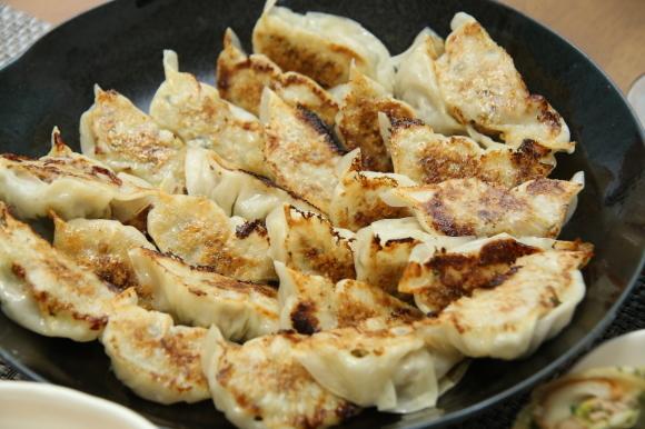 お休み前のおうちバルは、海老チリ&餃子です。_c0326245_09261926.jpg
