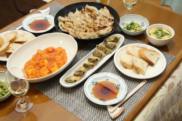 お休み前のおうちバルは、海老チリ&餃子です。_c0326245_09280156.jpg