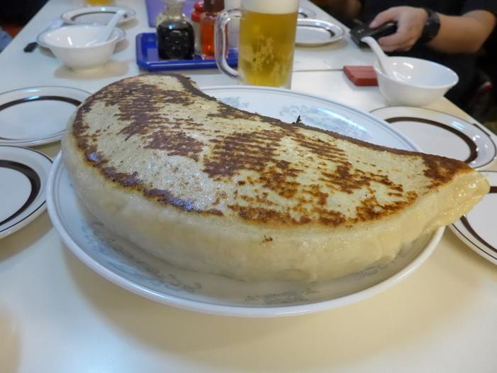 「神楽坂飯店」のジャンボ餃子を食べる。_f0232060_14245464.jpg
