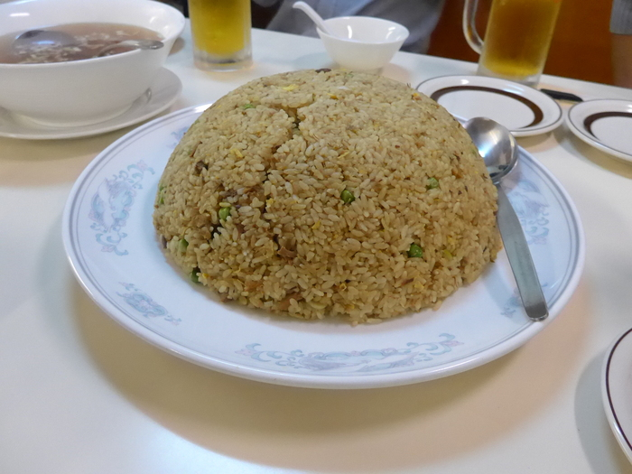 「神楽坂飯店」のジャンボ餃子を食べる。_f0232060_14253467.jpg