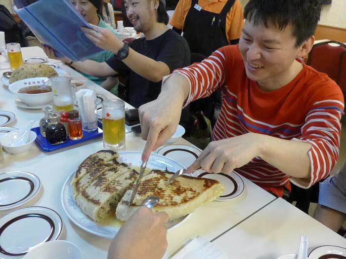 「神楽坂飯店」のジャンボ餃子を食べる。_f0232060_1451219.jpg