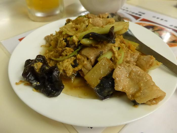 「神楽坂飯店」のジャンボ餃子を食べる。_f0232060_1458312.jpg