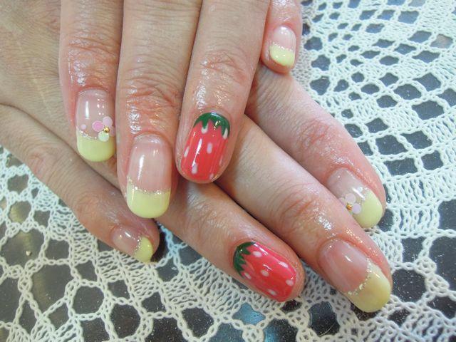 Strawberry Nail_a0239065_16213663.jpg