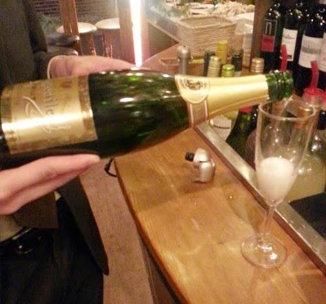 ワイン(シャンパンあり)飲み放題1990円♪「ESOLA」@田町_b0051666_20195381.jpg