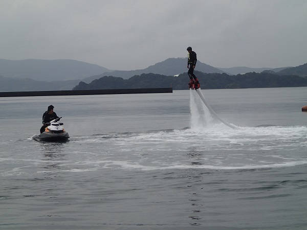 水圧で空を飛ぶ!_a0077071_12031096.jpg