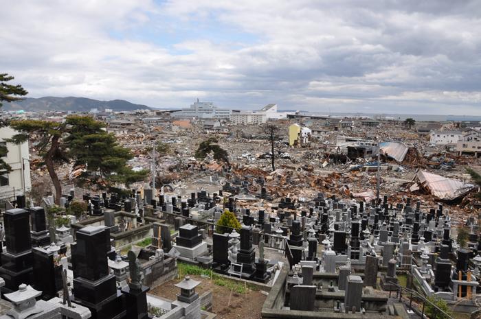 震災直後と現在の被災地の写真比...