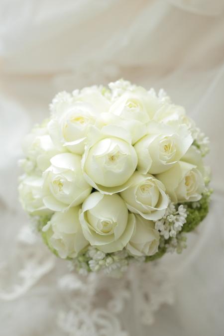 ラウンドブーケ 白バラとライラックとスノーボール ザ・コンチネンタル横浜様へ_a0042928_11245861.jpg