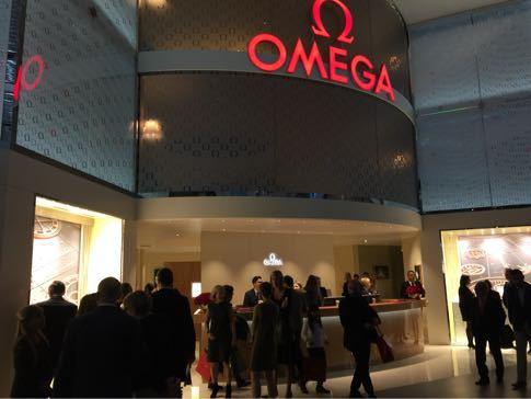 オメガ、バーゼルワールドでのセラミック製スピードマスターの展示公開_f0039351_16582672.jpg