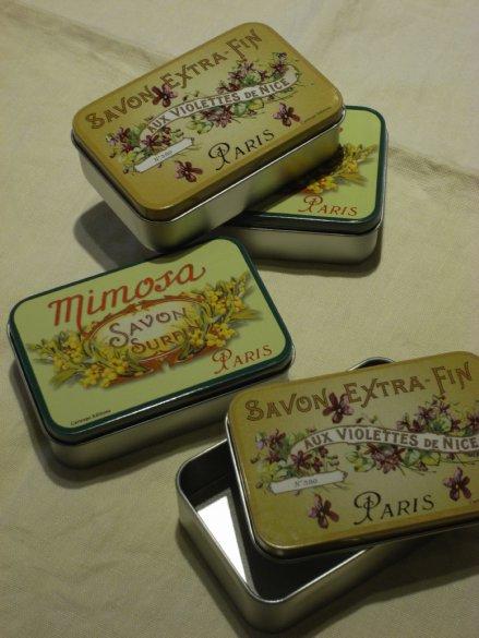フランスデザインのTin Box_c0173874_18581641.jpg