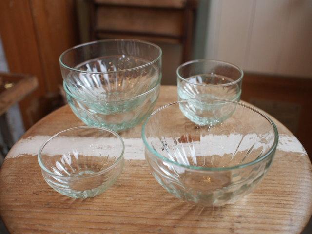 サンダルとプルオーバーと・・・ガラスのボウル。_a0164280_11292384.jpg