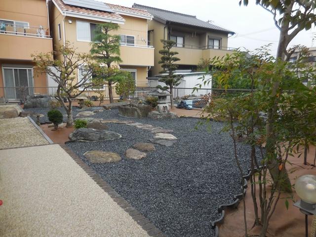 雑草対策の庭の完成_d0251191_11101024.jpg