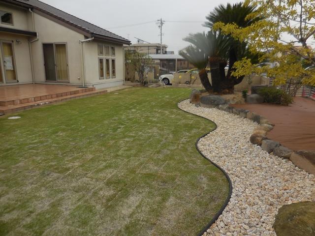 雑草対策の庭の完成_d0251191_1194412.jpg