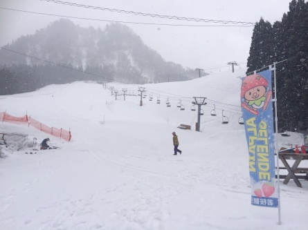 まだまだスキー場やってますよー!!_f0101226_12202965.jpg