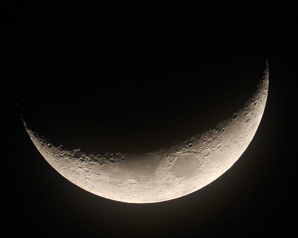 2015年3月24日の月(月齢4.0)_e0089232_19042711.jpg