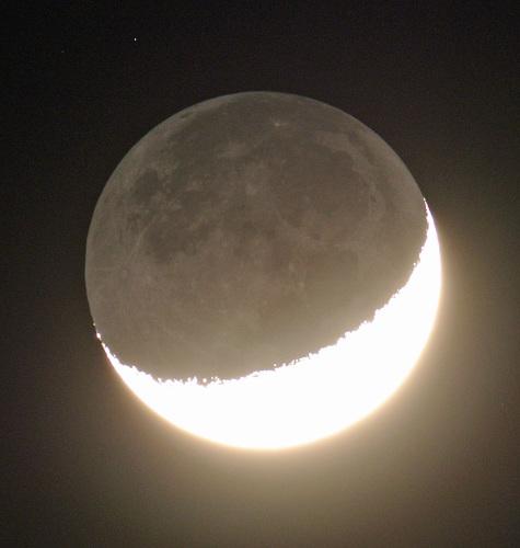 2015年3月24日の月(月齢4.0)_e0089232_21473650.jpg