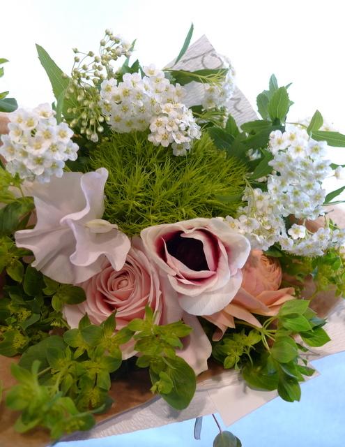 送別用の花束。女性用。6つ感じ変えて。東札幌の、送別会のお店にお届け。_b0171193_20025123.jpg