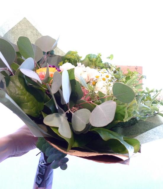 玄関リース「春~夏バージョンで」と、ご自宅用の花束。_b0171193_20093354.jpg