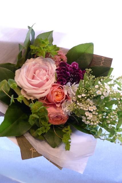 お誕生日の花束2種。女性用。福住にお届け。_b0171193_20201963.jpg