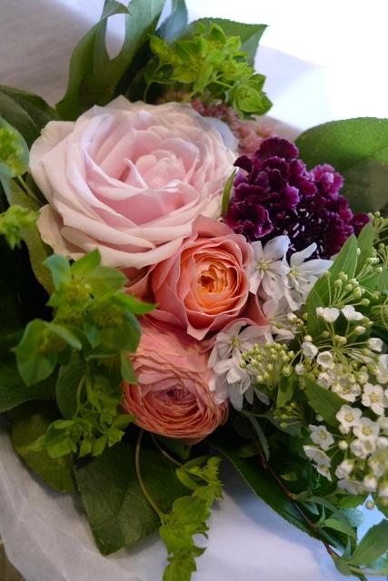 お誕生日の花束2種。女性用。福住にお届け。_b0171193_20203287.jpg