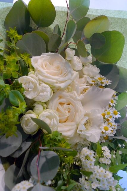 結婚のお祝い花束。「白系で」。_b0171193_20234986.jpg
