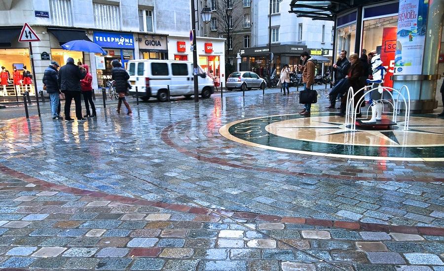 雨の日のパリを歩く_b0192703_7371122.jpg