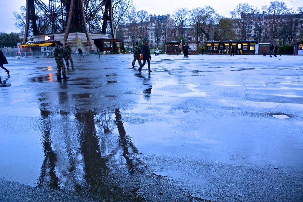雨の日のパリを歩く_b0192703_7422757.jpg
