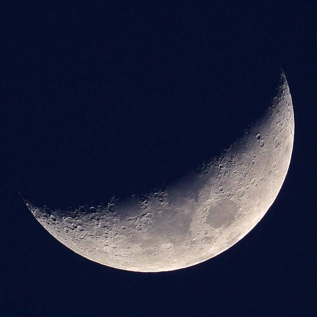 2015年3月25日の月(月齢5.0)とNaonobu&Asadaクレーター_e0089232_22422830.jpg