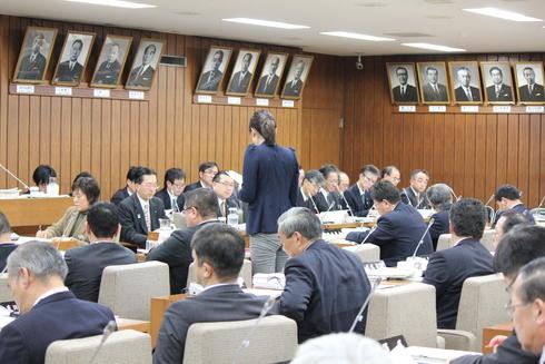 平成27年度予算特別委員会における総括質疑〜3月6日〜_b0199244_16421048.jpg