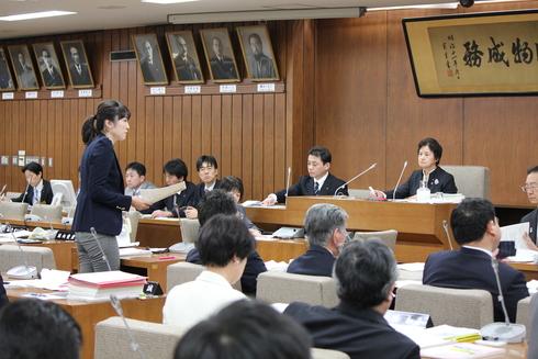 平成27年度予算特別委員会における総括質疑〜3月6日〜_b0199244_16433977.jpg