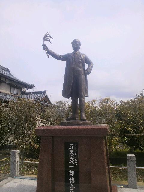 「石墨慶一郎氏銅像」_e0063268_2024363.jpg