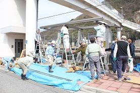 安浦駅前に「ふれあいステーション」完成_e0175370_1655371.jpg