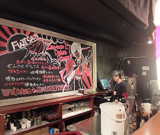 NYで人気の本場博多の豚骨ラーメン「秀ちゃんラーメン」 Hidechan Ramen _b0007805_22525362.jpg