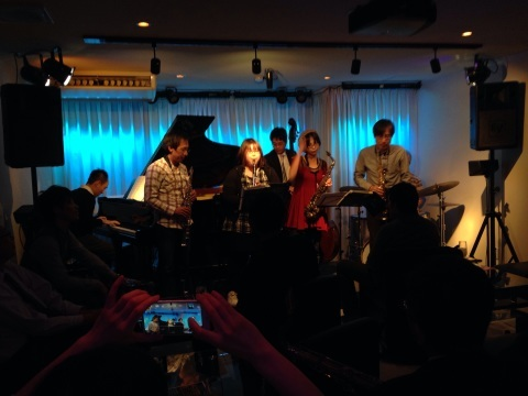 Jazzlive comin 広島 本日金曜日のライブ!_b0115606_11422804.jpg
