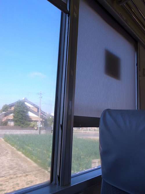 列車のカーテン_b0036636_17525940.jpg