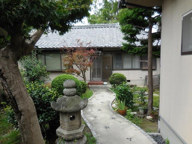 立派な家や庭ですが、、、。_d0251191_9124369.jpg